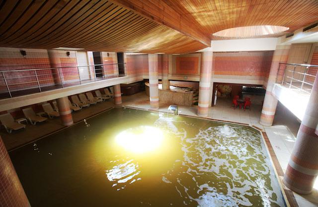 Kapalı Termal Havuz ve Jakuzi